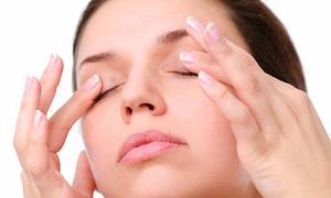 Massage mắt và ngủ đủ 8 tiếng